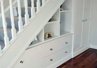 armario bajo escalera granada lacado blanco cajones
