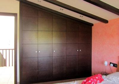 armario madera guardilla abuhardillado clasico rustico