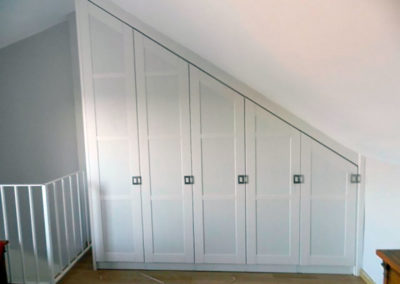 armario vestidores abuhardillado blanco madera granada