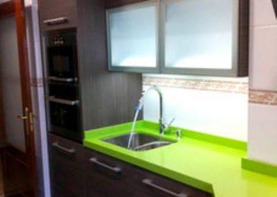 cenefa-cocina-verde-sin-bra-adhesiva-para-tapar-cenefa-decuore-(1)
