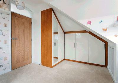 dormitorio guardilla abuhardillados madera blanco granada dceuore