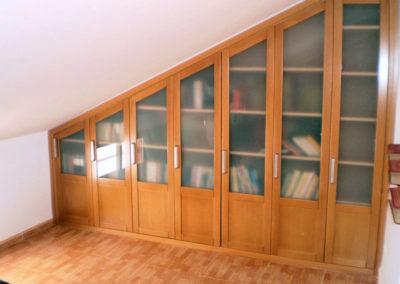 libreria-armario-cristales-abuhardillado-madera-medida-granada
