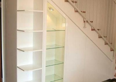libreria hueco escalera con ropero vitrina granada