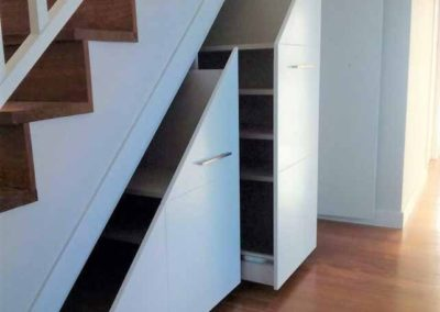 armario-bajo-escalera-con-zapatero-granada