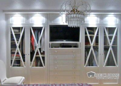 armario blanco con altillos luces cajonera granada
