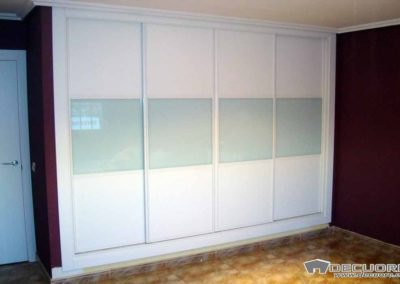 armario con 4 puertas correderas combinadas lacado blanco con cristal lacado