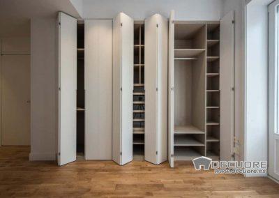 armario con puertas plegables en granada decuore