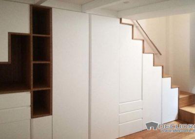 armario diseño estantes blanco bajo escalera granada decuore