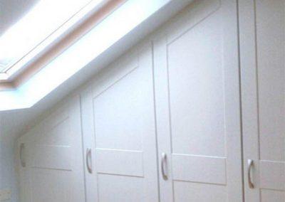 armario en guardilla en granada blanco