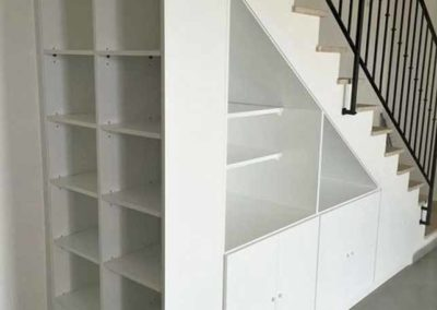armario-hueco-escalera-libreria-decuore-