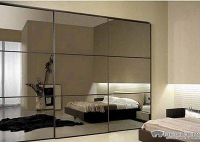 armario moderno con puertas correderas