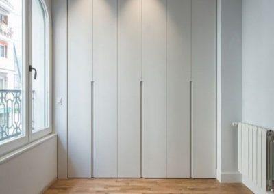 armarios a medida blanco puertas abatibles elegante decuore