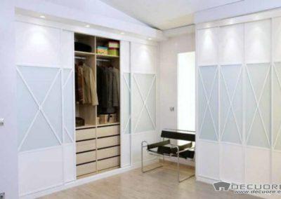 armarios blancos con puertas correderas aspa