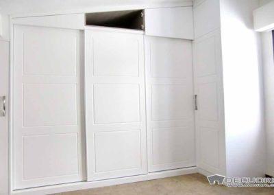 armarios blancos con puertas correderas decuore