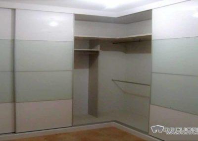 armarios en granada en esquina con puertas correderas 1