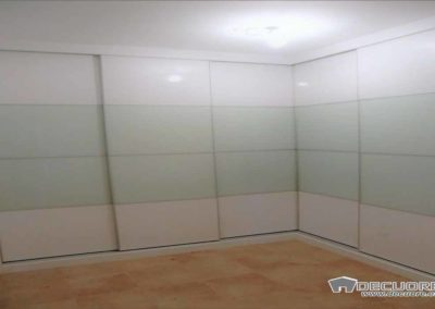 armarios en granada en esquina con puertas correderas 2