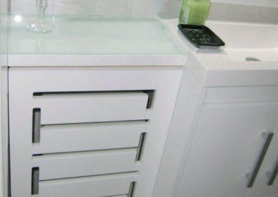 cubreradiador moderno baño blanco 1
