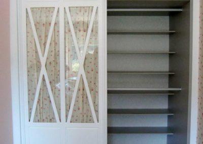 dormitorio para niña con 2 puertas correderas clasicos 2