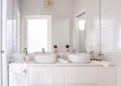 lavabos encima y mueble a medida decuore