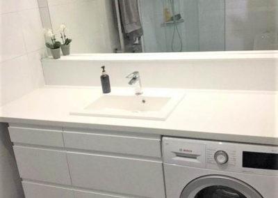 mobiliario baño con lavadora a medida decuore
