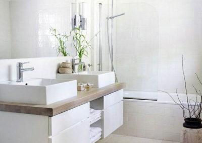 muebles de baño con lavabos sobre encimera a medida