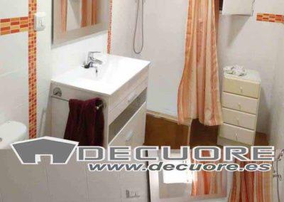 reforma baño cenefas naranjas decuore