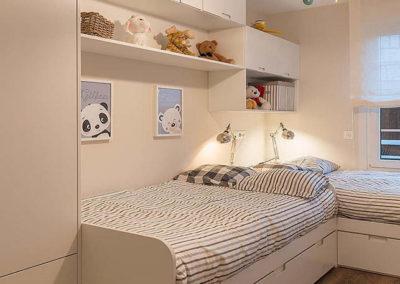 dormitorio con dos camas nido en esquina granada