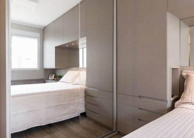 dormitorio matrimonio con armario con espejo