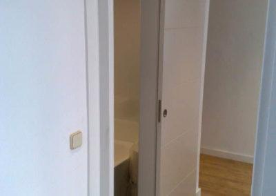 puertas en granada correderas blancas
