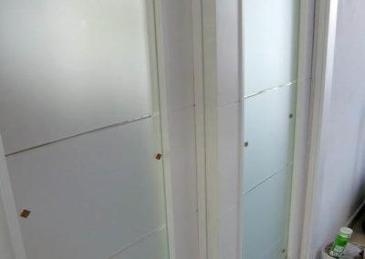 puertas en granada correderas con cristales blancas