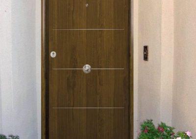 puertas metalicas en granada marron