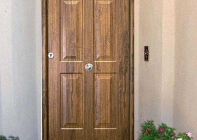 puertas metalicas en granada rustica