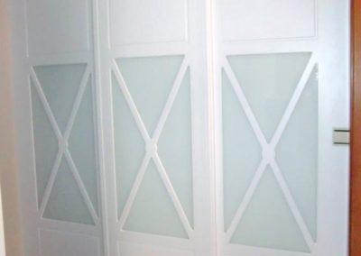 vestidores abiertos con puertas a medida